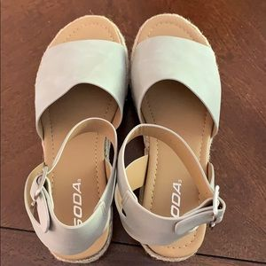 Soda Shoes - NWT Soda Open Toe Ankle Strap Sandals Size 8